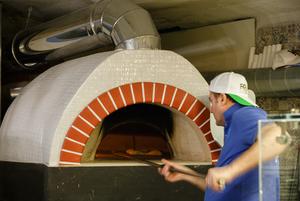 Возможно, лучшая пицца в городе: Bella Napoli