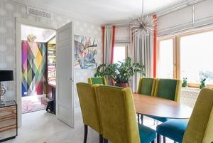 Просторная квартира на Ломоносовском проспекте в бирюзово-оранжевых тонах