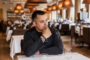 «Я вырос на кухне детдома, а теперь возглавляю ресторан White Rabbit Family и помогаю детям»