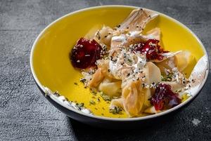 Масленица в московских ресторанах: Безглютеновые панкейки и блин с оливье