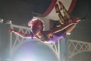 Проблемы iPhone X, мемы с плавками Дурова и драма о цирке с Хью Джекманом