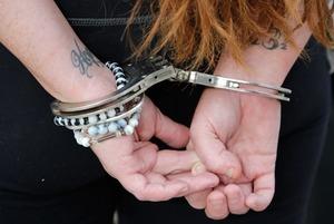 Изнасилования и выписки со счета: Как полицейские вымогают взятки за наркотики