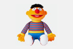 Куклы Влас и Еник в коллекции Uniqlo Kaws x Sesame Street UT