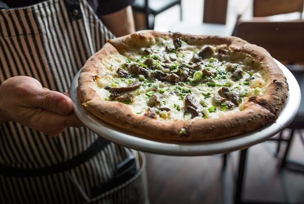 Тестоблюстители: Кто и как делает неаполитанскую пиццу в Петербурге