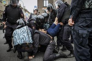 Как разгоняли митинг против пенсионной реформы в Петербурге