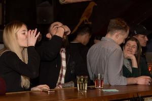 «Это абсурд — кто во вторник будет пить водку?»: Как устроены «Русские столы» в баре «Почта»
