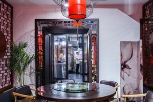 «Пекинская утка»: Три этажа с китайской едой на Цветном