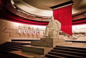 Ленин, Киров и авоськи: Где искать «красные маршруты» Петербурга