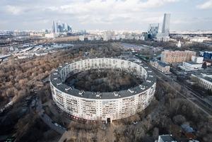 Как живется в самых необычных домах Москвы и Петербурга