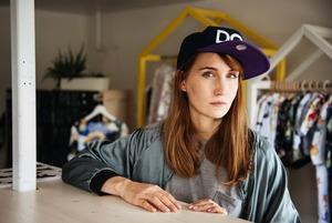 «Мне очень помогает то, что я социофоб»: Дизайнер Карина Кино — о бизнесе, творчестве и материнстве