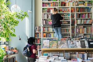 Как в Петербурге работают после карантина магазины одежды и книжные