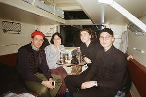 «Как мы 13 часов ехали на поезде из Москвы в Москву и сняли об этом фильм»