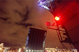 Фоторепортаж: Как разводят Дворцовый мост