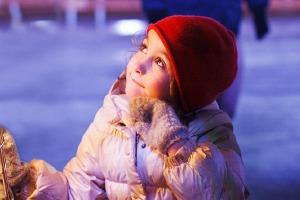 Люди в городе: Первые посетители катка в парке Горького
