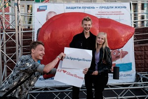 Зачем Геннадию Онищенко трехметровая скульптура печени в Москве?