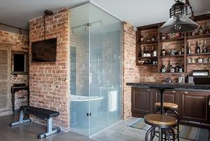 Лофт со стеклянной ванной комнатой на «Парке культуры»