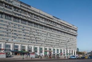 Как живётся в самых необычных домах Москвы и Петербурга
