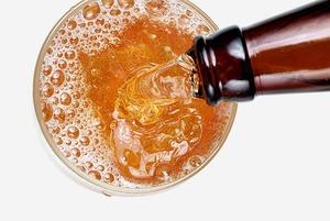 Как правильно наливать пиво в бокал