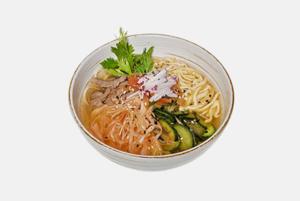 Окрошка по-корейски: Холодный суп кукси от Шакира Юлдашева