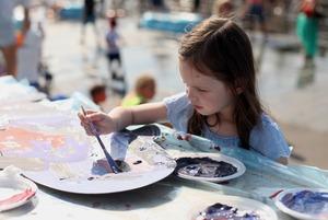 Танцевальный марафон, шествие Нептуна и мастер-класс по картинам Моне: За чем идти на More Amore
