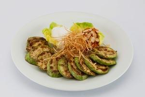 Оладьи, спагетти и салат: Что готовить из кабачков