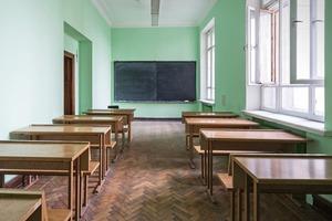 Слияние и отвращение: Что происходит со школьным образованием в Москве