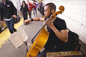 Какая музыка звучит  в метро Пекина, Нью-Йорка, Брюсселя
