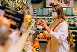 Дистанция и перчатки: Как безопасно ходить за продуктами во время эпидемии