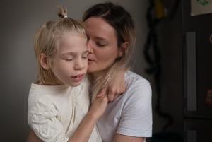 «Невидимые»: История мамы-фотографа, которая снимает особенных детей