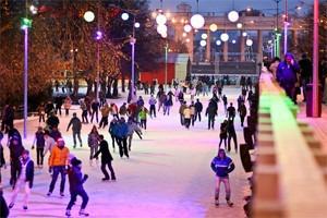 Бегущий на лезвиях: Первые посетители катка в парке Горького