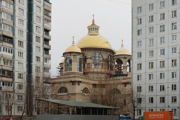 Византийский храм среди панелек. Как так вышло?