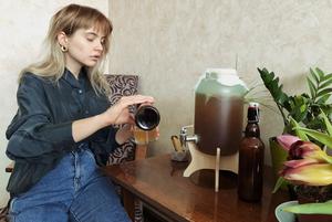 «Гриб мной управляет»: Владельцы чайного гриба — о ферментации, комбуче и хорошем настроении