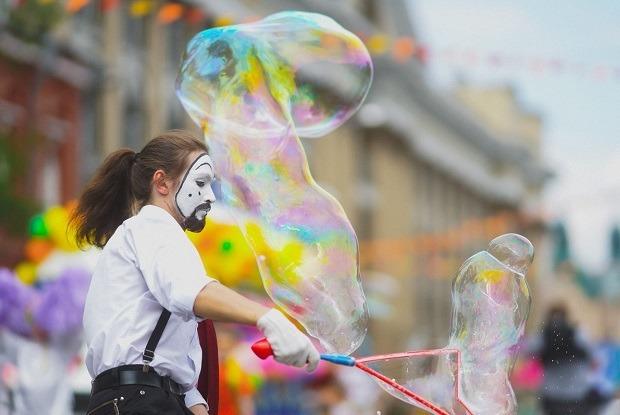 День мыльных пузырей, мультфестиваль и марафон йоги в Иркутске