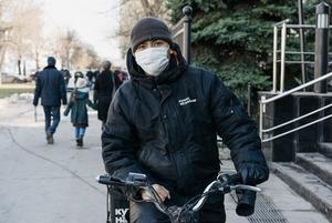 «Немного героическая работа»: Московские курьеры — о доставке во время пандемии