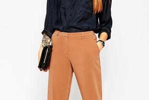 Семь пар светлых женских брюк