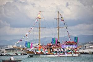 Как проходил карнавал на воде в Геленджике