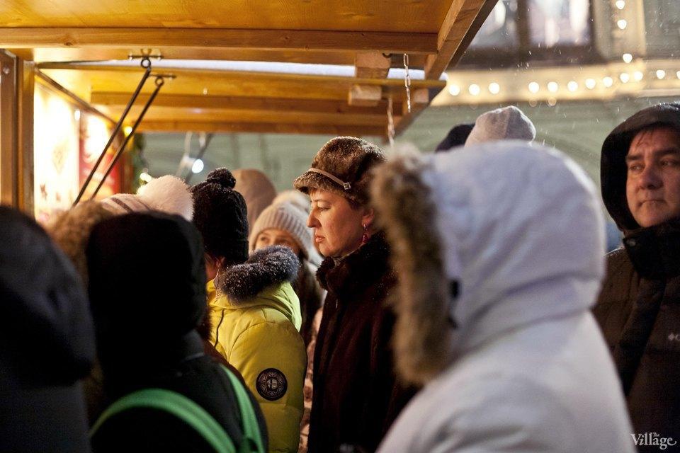Фоторепортаж: Новогодние ярмарки в центре Москвы. Изображение № 25.