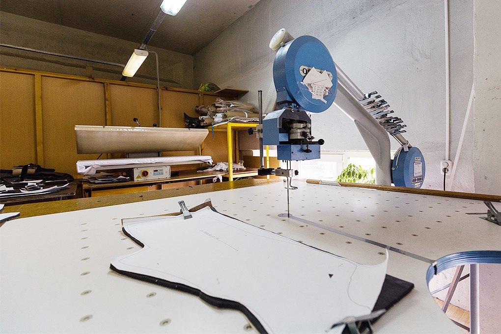 Производственный процесс: Как шьют футболки и толстовки. Изображение № 3.