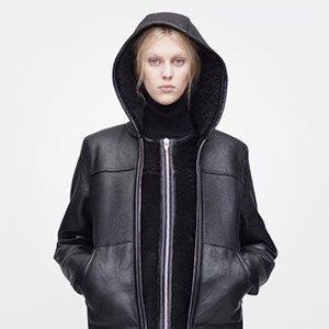 Что надеть: Куртка Barbour, платье Oh, my, кроссовки NewBalance. Изображение № 2.
