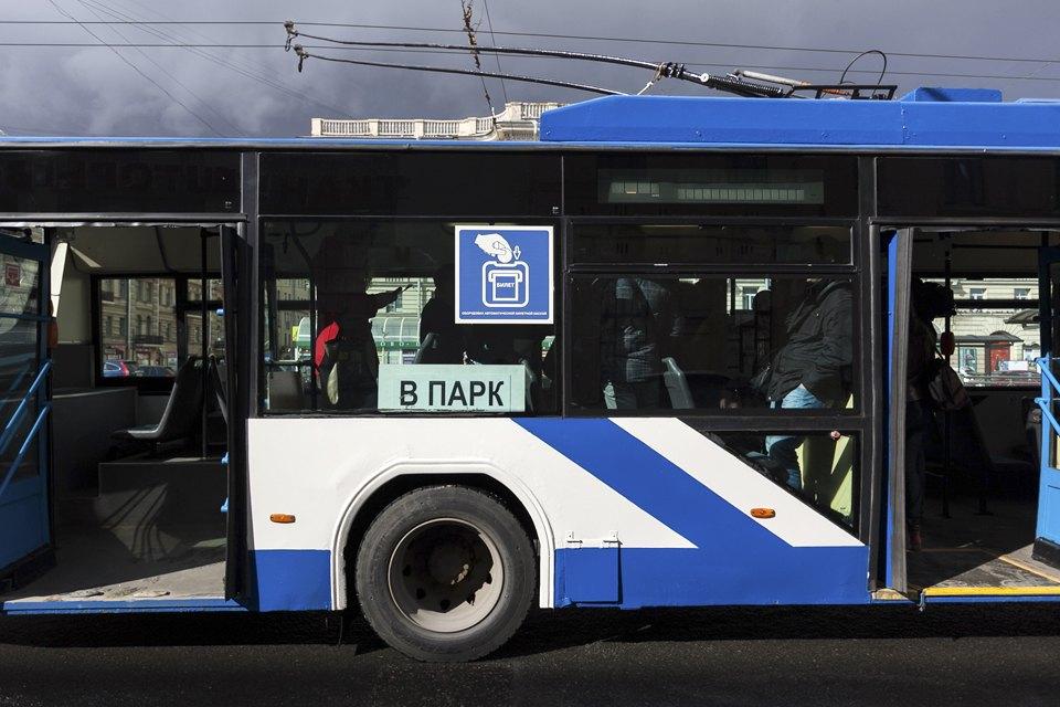 Как работает терминал для оплаты проезда в троллейбусе. Изображение № 1.
