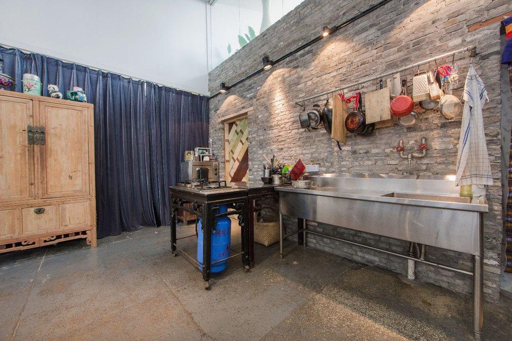 Квартира-мастерская вШанхаесинтерьером извторичныхматериалов. Изображение № 6.