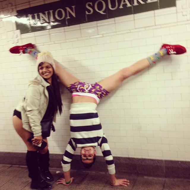 Флешмоб «В метро без штанов» в снимках Instagram. Изображение № 2.