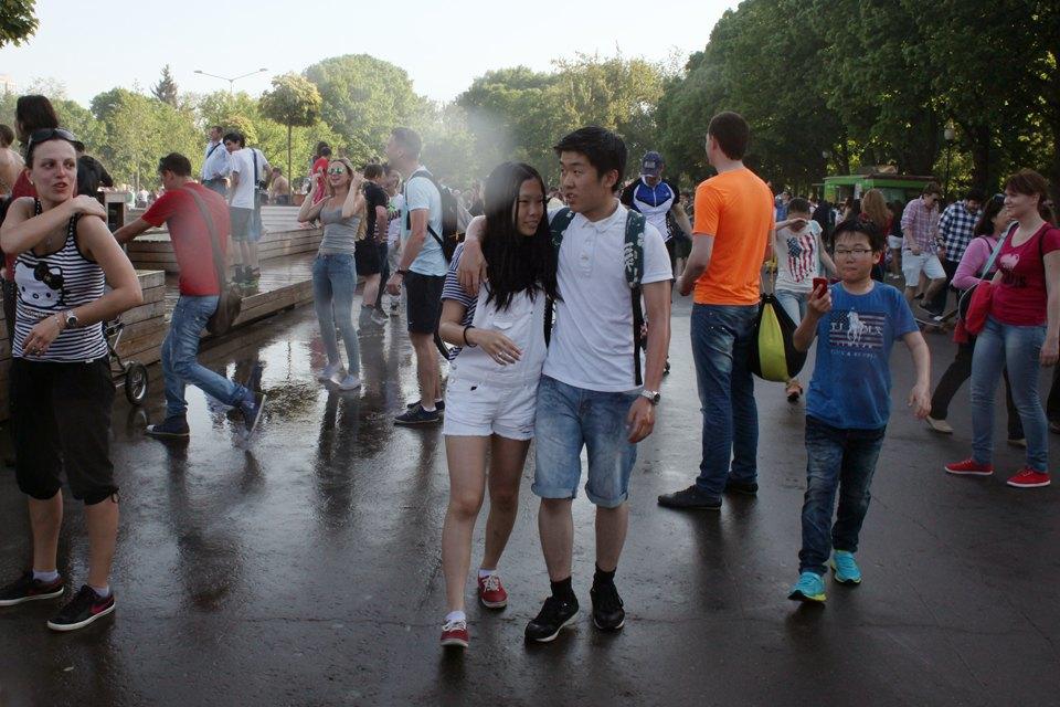 Как выглядит парк Горького в выходной день. Изображение № 9.