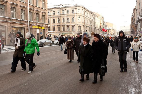 Фоторепортаж: Шествие за честные выборы в Петербурге. Изображение № 4.