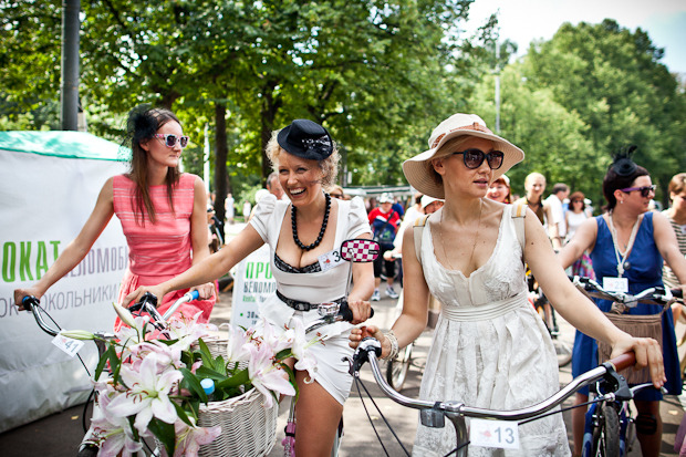 Люди в городе: Участницы парада «Леди на велосипеде». Изображение № 8.