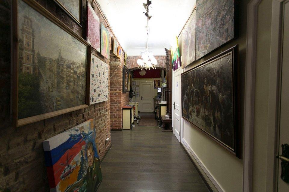 Квартира художника смансардой. Изображение № 10.