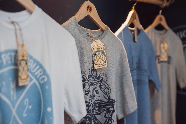 На Большой Морской открылся магазин одежды ссимволикой города. Изображение № 3.