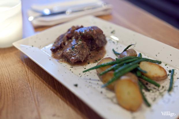 Свинина, тушенная с кенийской фасолью и картофелем, — 390 рублей. Изображение № 35.