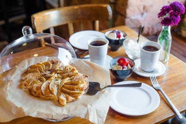 В городских кафе стартовала благотворительная продажа блюд из яблок. Изображение № 3.