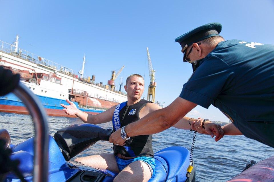 Как водные мотоциклисты объявили войну петербуржцам. Изображение № 4.